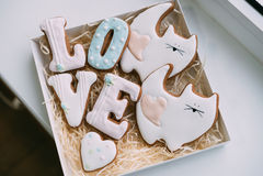 Покрашенные печенья на день ` s валентинки Стоковые Изображения RF
