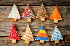 Покрашенные печенья рождественской елки Стоковые Фотографии RF
