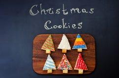 Покрашенные печенья рождественской елки Стоковые Изображения