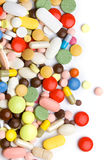 Покрашенные пилюльки, таблетки и капсулы стоковое изображение