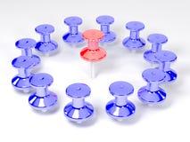 покрашенные пластичные pushpins Стоковая Фотография RF