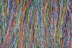 Покрашенные провода в глобальных телекоммуникационных сетях стоковые фотографии rf