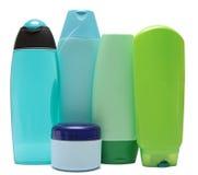 Покрашенные пластичные бутылки с жидкостным мылом и Стоковое фото RF