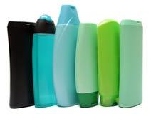 Покрашенные пластичные бутылки с жидкостным мылом и Стоковое Изображение RF