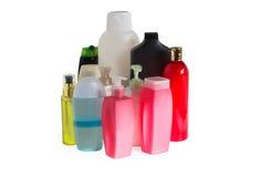 Покрашенные пластичные бутылки с batcher стоковая фотография