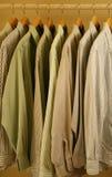 покрашенные рубашки mens света платья Стоковое Изображение RF