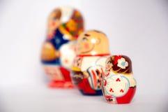 Покрашенные русские куклы matrioshka на серой изолированной предпосылке стоковая фотография rf