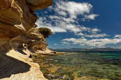 Покрашенные скалы, остров Марии, Тасмания, национальное ресервирование, Австралия стоковое фото