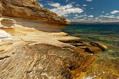 Покрашенные скалы, остров Марии, Тасмания, национальное ресервирование, Австралия стоковое изображение rf