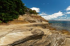 Покрашенные скалы, остров Марии, Тасмания, национальное ресервирование, Австралия стоковая фотография rf