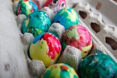 Покрашенные собственной личностью пасхальные яйца Стоковое Изображение