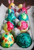 Покрашенные собственной личностью пасхальные яйца Стоковые Фото