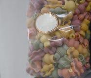 Покрашенные сухие итальянские макаронные изделия Стоковые Изображения RF
