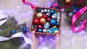 Покрашенные украшения и гирлянды рождества Новый Год сток-видео
