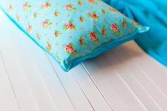 Покрашенные уютные handmade подушки Стоковое фото RF