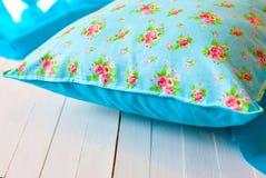 Покрашенные уютные handmade подушки Стоковое Изображение RF