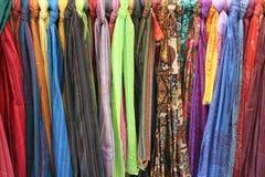 покрашенные шарфы Стоковые Фотографии RF