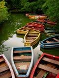 покрашенные шлюпки опорожняют деревянное Стоковые Фотографии RF