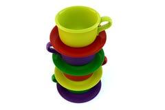 Покрашенные штабелированные кофейные чашки на белизне Стоковое фото RF