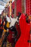 покрашенные электрические гитары Стоковая Фотография