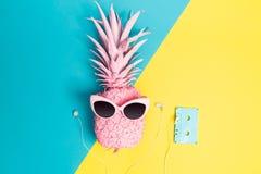 Покрашенный ананас с солнечными очками Стоковые Фотографии RF