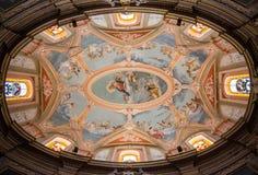 Покрашенный барочный потолок в католической церкви, Мальта стоковая фотография rf