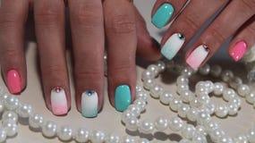 Покрашенный дизайн ногтя маникюра Стоковые Фотографии RF