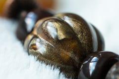 Покрашенный каменный шарик на ожерелье Стоковые Изображения RF