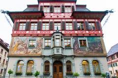 Покрашенный красочный старый дом в средневековом центре города Stein am r Стоковые Фотографии RF