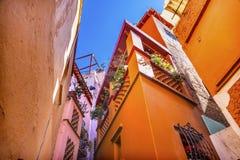 Покрашенный переулок поцелуя расквартировывает Гуанахуато мексиканськое Стоковые Изображения RF
