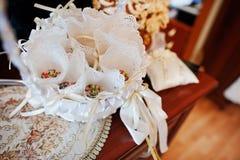 Покрашенный рис на корзине для свадебного банкета Стоковое Изображение