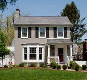 Покрашенный серым цветом дом кирпича Стоковые Изображения