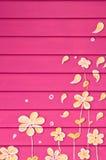 Покрашенный цветок с розовой стеной Стоковое Изображение RF