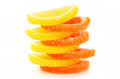 Покрашенный marmalade (ломтики) на белой предпосылке стоковое фото rf