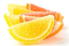 Покрашенный marmalade (ломтики) на белой предпосылке стоковое изображение rf