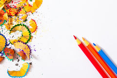 3 покрашенных карандаши и shavings Стоковые Фото