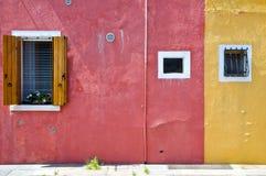 2 покрашенных дома в острове Buranos Стоковое фото RF