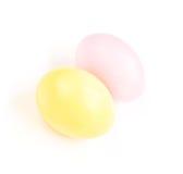 2 покрашенных пасхального яйца на белой предпосылке Стоковая Фотография RF