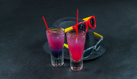 2 покрашенных питья, сочетание из синее с пурпуром, Стоковые Фото