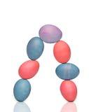 7 покрашенных яичек формируют свод на белизне Стоковая Фотография RF