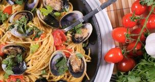 Покройте вниз с взгляда clams vongole alle спагетти Стоковая Фотография
