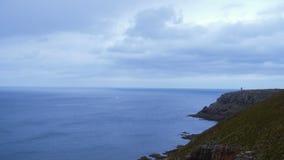 Покройте маяк Frehel и скалистые скалы в Бретани Франции видеоматериал