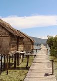 Покрыванная соломой хижина на пристани в островах Gam, радже Ampat стоковое изображение