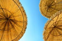 Покрыванные соломой зонтики Стоковое Изображение