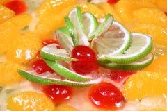 покрывать ломтиков померанцев известки плодоовощ торта Стоковая Фотография