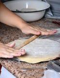 Покрывать тесто с вращающей осью стоковое изображение rf