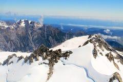покрынный снежок гор стоковая фотография