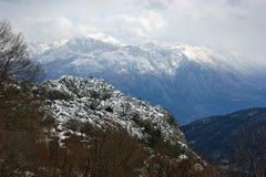 покрынный снежок гор стоковые изображения rf