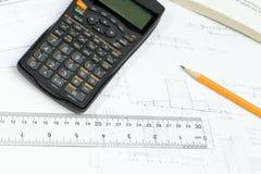 покрытая домашняя работа стола завертывает верхнюю часть в бумагу студента s Стоковое Фото