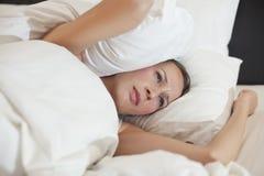 покрытая женщина подушки Стоковое Изображение